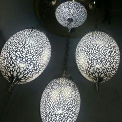 série de trois lampe en cuivre avec plafonnier